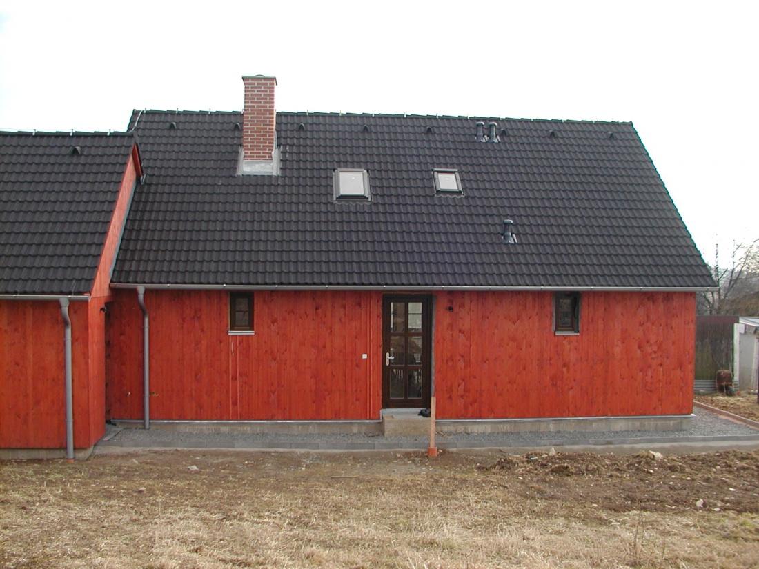 2 x DELTA Imprägnierlasur 3.01 3180 (švédská červená).JPG